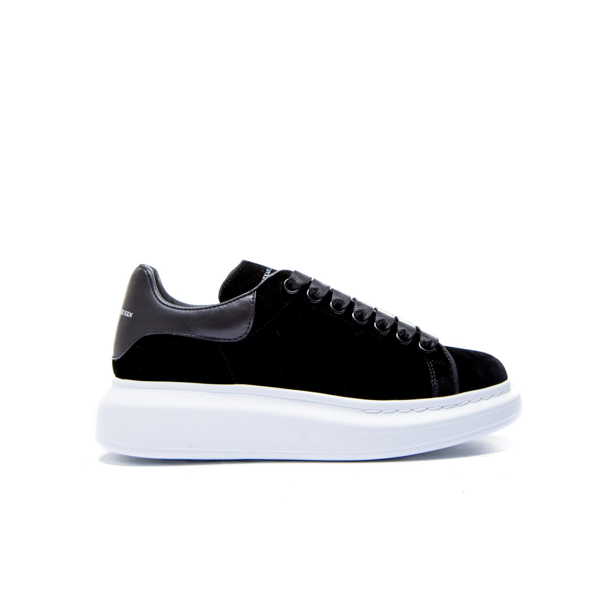Alexander Mcqueen Sneaker Zwart | Derodeloper.com