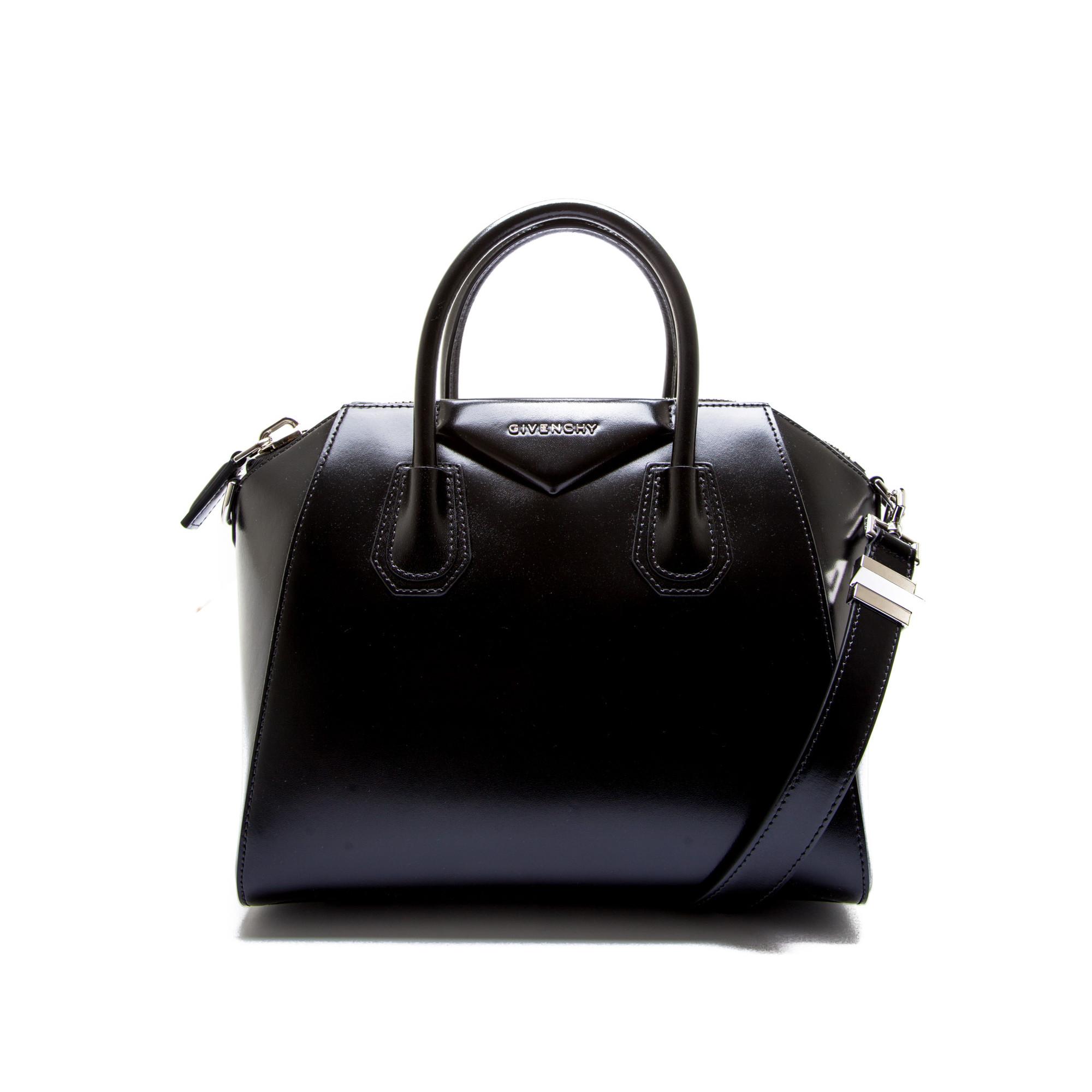 e47e46317b Givenchy antigona bag blackbb05117014 001 ss19
